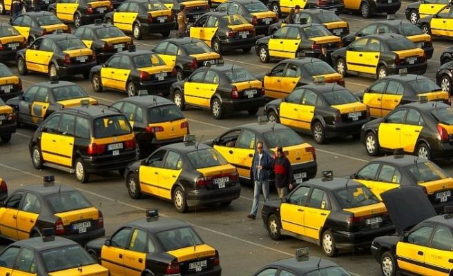 İspanya'da Uber'e kızan taksiciler yolları kapattı