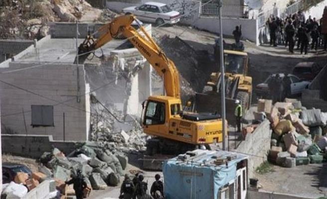 İsrail Filistinli ailenin evini yıktı