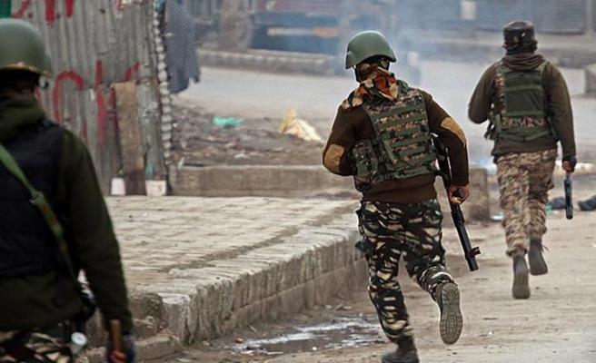 Keşmir'de askerler 3 sivil genci hayattan kopardı