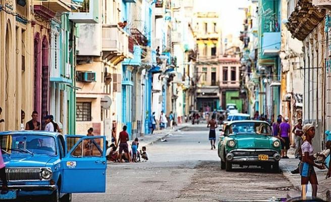 """Küba """"komünist toplum"""" hedefinden vazgeçiyor"""