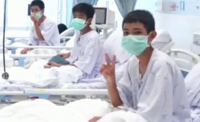 Kurtarılan Taylandlı çocuklardan ilk görüntüler