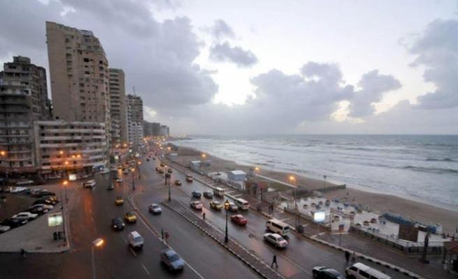 Mısır'da halk plaja indi vatandaş denize giremez oldu