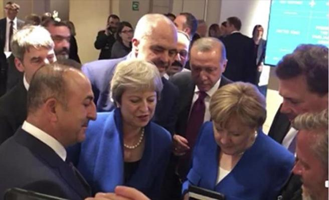 NATO Zirvesi'nde liderlerin futbol molası