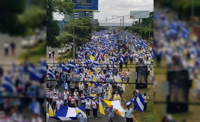 Nikaragua'da Katolik Kilisesi'ne destek mitingi