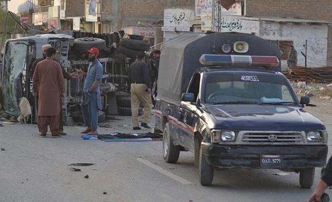 Pakistan'da mitinge bombalı saldırı: Yaralılar var
