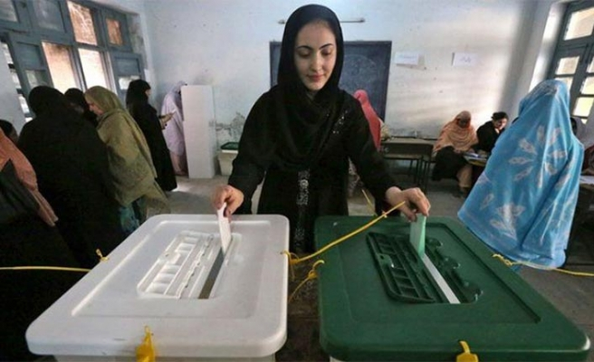 Pakistan sandık başında... Oy verme işlemi başladı