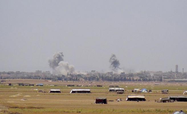 Rejim güçlerinden İdlib'e yoğun hava saldırıları