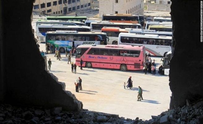 Suriye'de tahliyeler sürüyor: İkinci konvoy İdlib'de