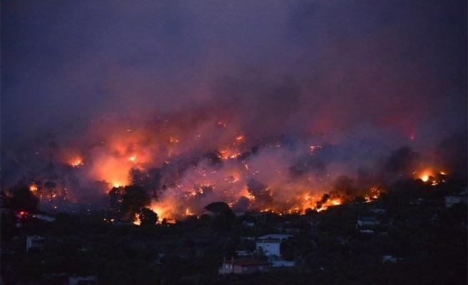 Yunanistan alev alev yanıyor, OHAL ilan edildi
