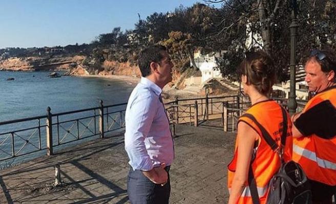 Yunanistan Başbakanı 'sessizce' yangın bölgesini gezdi