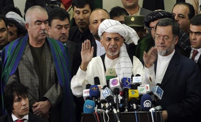 Afganistan'da peş peşe istifalar