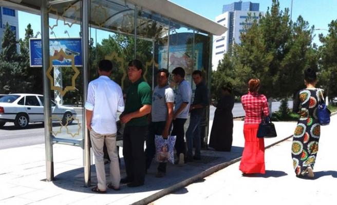 Ağaç gölgesinden mahrum kalan Türkmenler sıcak mağduru