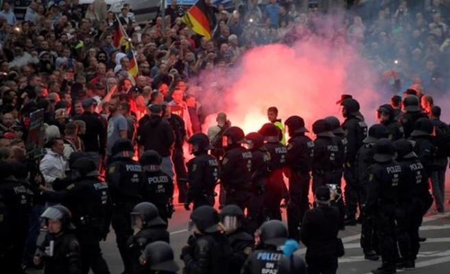 Almanya'da tansiyon yüksek, sokaklarda yabancı avına çıktılar