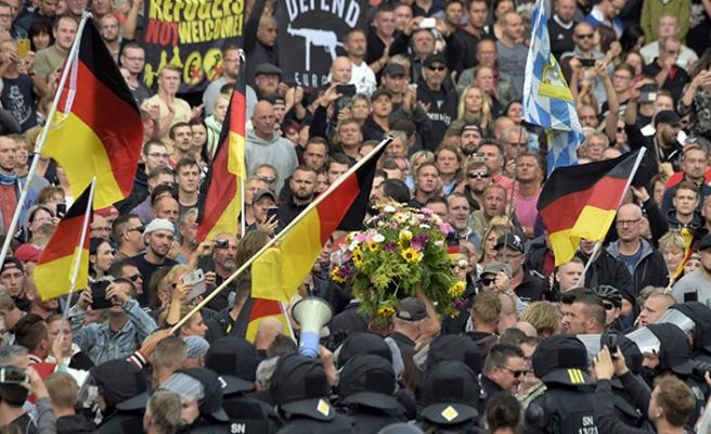Almanya'da ırkçı çeteler göçmen avında
