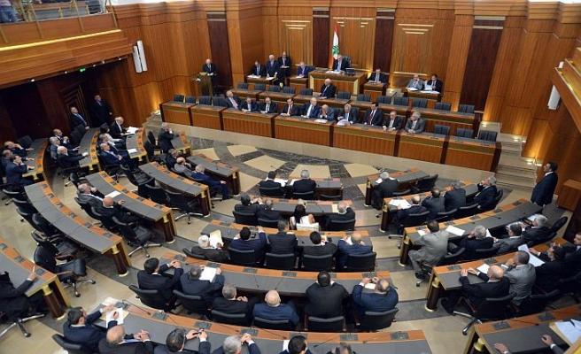 Lübnan hükümetsiz kaldı