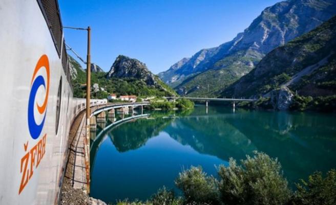 Bosna Hersek'te manzara eşliğinde tren yolculuğu