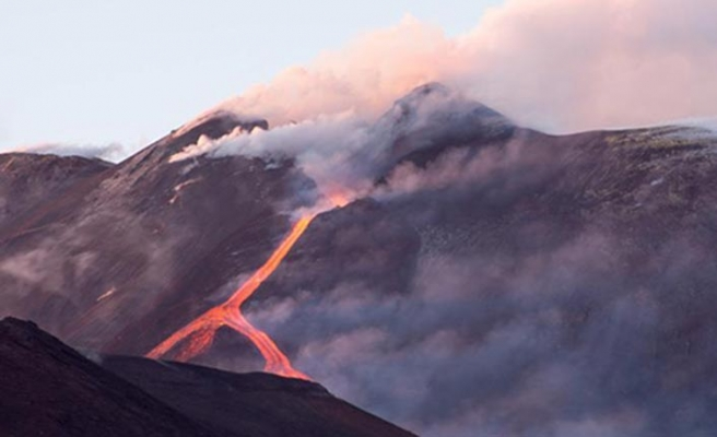 Etna Yanardağı yeniden uyandı