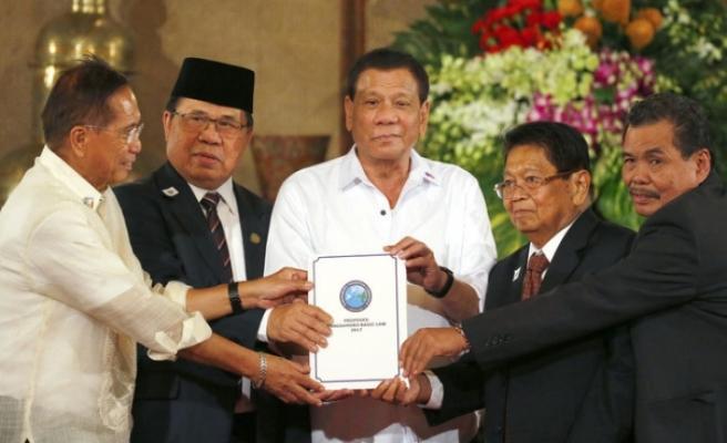 Filipinler'de özerklik anlaşması imzalandı