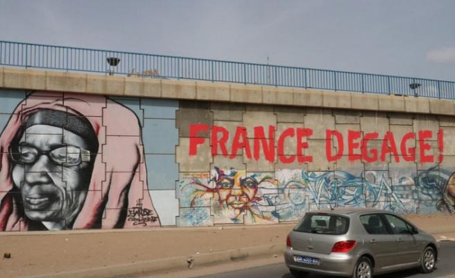 """Fransa defol"" diyen Senagalli esnaf kazandı"
