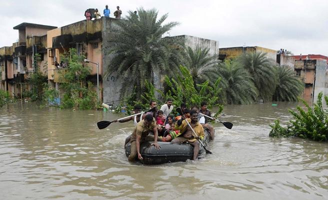 Hindistan'da yaşanan taşkın felaketinde ölü sayısı artıyor