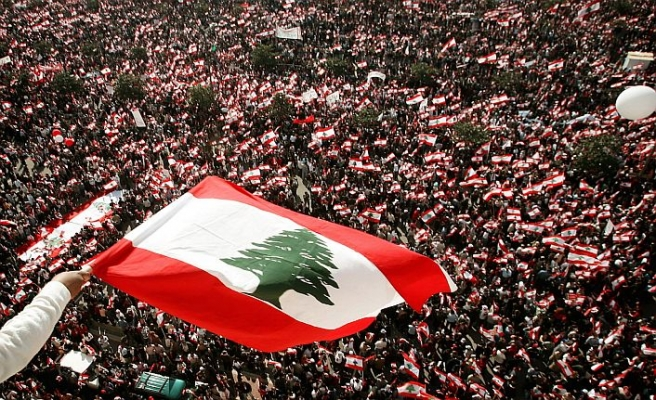 Hükümetsiz kalan Lübnan krize çözüm arayışında