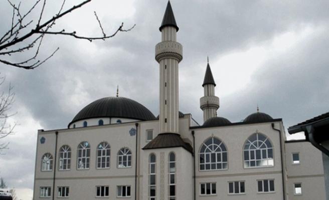 İngiltere'de iki camiye çirkin saldırı