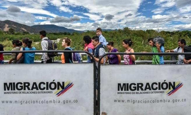 İspanya Venezuelalı göçmenler için Kolombiya'ya yardım edecek