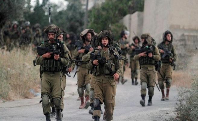 İsrail 4 gazetecinin gözaltı süresini uzattı