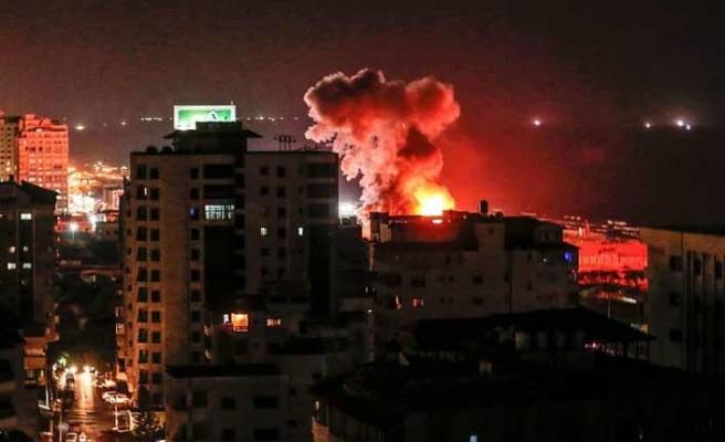 İsrail bir gecede Gazze'de 140 noktayı vurdu