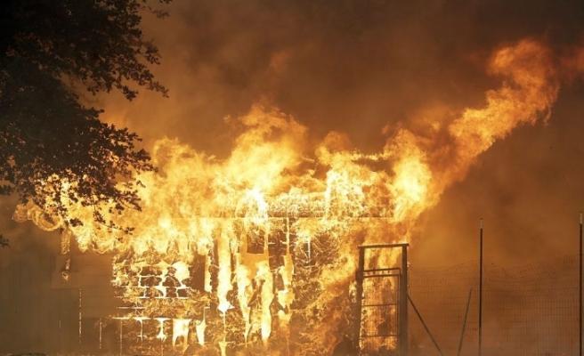 Kaliforniya yangınında 14 bin insan alevlerden kaçıyor
