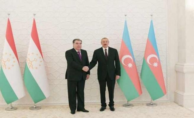 Tacik lider Aliyev'e misafir oldu