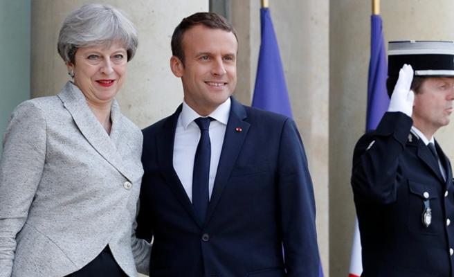 Macron, İngiliz Başbakan May ile 'Brexit'i görüşecek