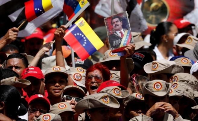 Maduro destekçileri sokaklara döküldü