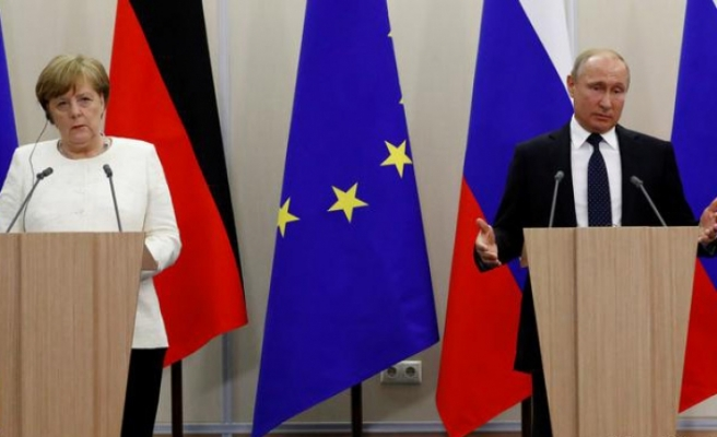 Merkel'le Putin, tartışmalı boru hatlarını görüşecek