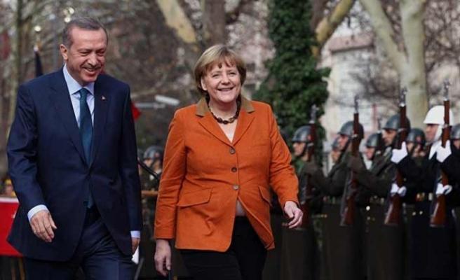 Merkel: Türkiye'nin iyi olması bizim çıkarımıza