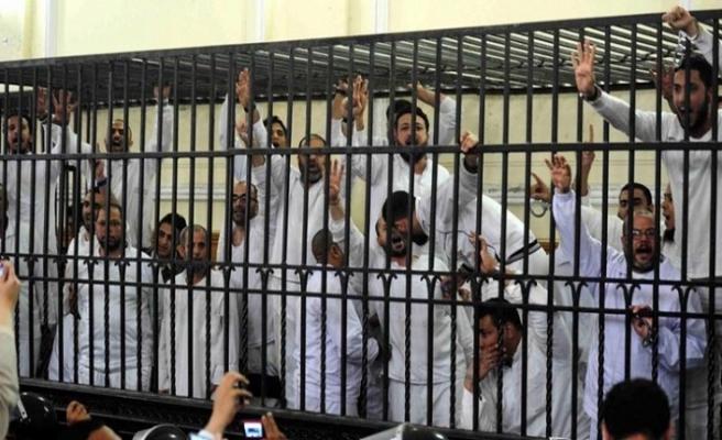 Mısır'da 678 tutukluya af