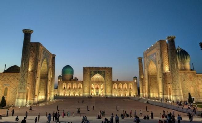 Özbekistan'da 1,5 milyon müslüman bayram namazı kıldı