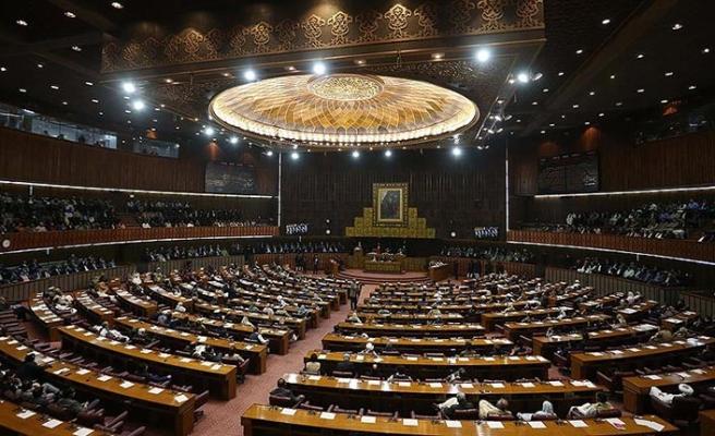 Pakistan'da partilerin meclisteki sandalye sayıları belli oldu