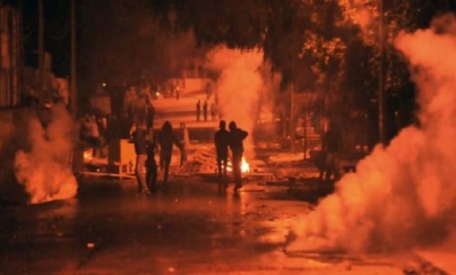 Tunuslu tüccarların gösterisine Libya sınırında müdahale