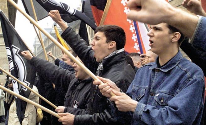 Avrupa'da ırkçı partilerin ortak vaadi 'göçmenler'