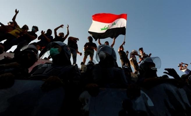 Basra'da devlet televizyonu ateşe verildi