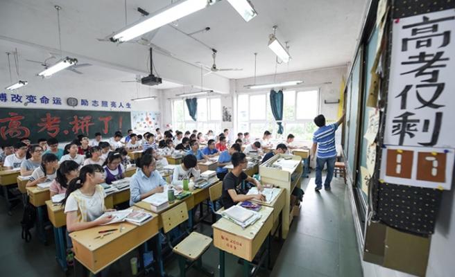 Çin'de ders dinlemeyen öğrencilere kameralı önlem