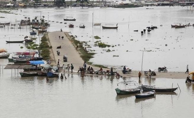 Hindistan'da şiddetli yağışlarda 12 kişi hayatını kaybetti