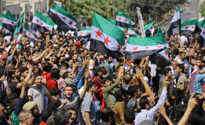 İdlib'de rejim karşıtı protesto
