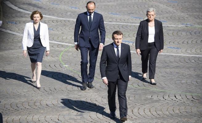 Macron'a ilgi azalıyor