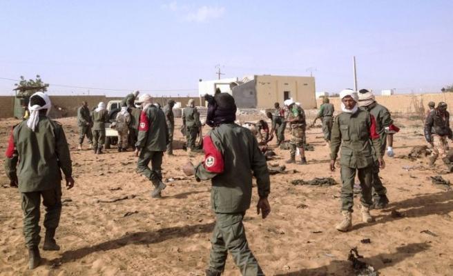 Mali'de askeri araç geçerken bomba patladı