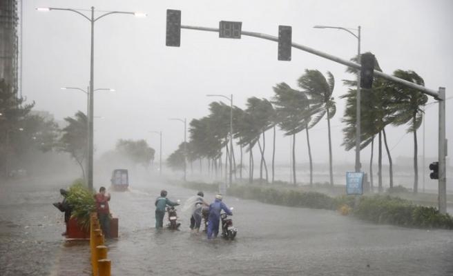 Mangkhut tayfunu Çin'e ilerliyor