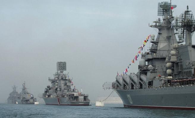 Rusya savaş gemilerini geri çekmiyor