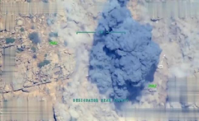TSK Kuzey Irak'taki sığınakları imha etti