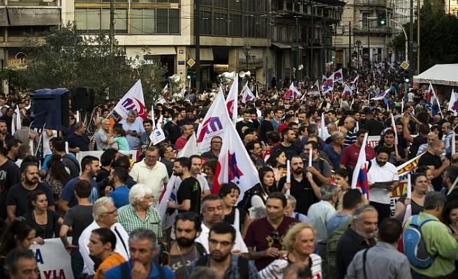 """Yunanistan'da halk """"kemer sıkmaktan"""" bıktı"""